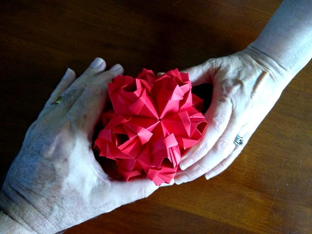 Maria Sinayskaya's Little Roses Kusudama (squares variant)